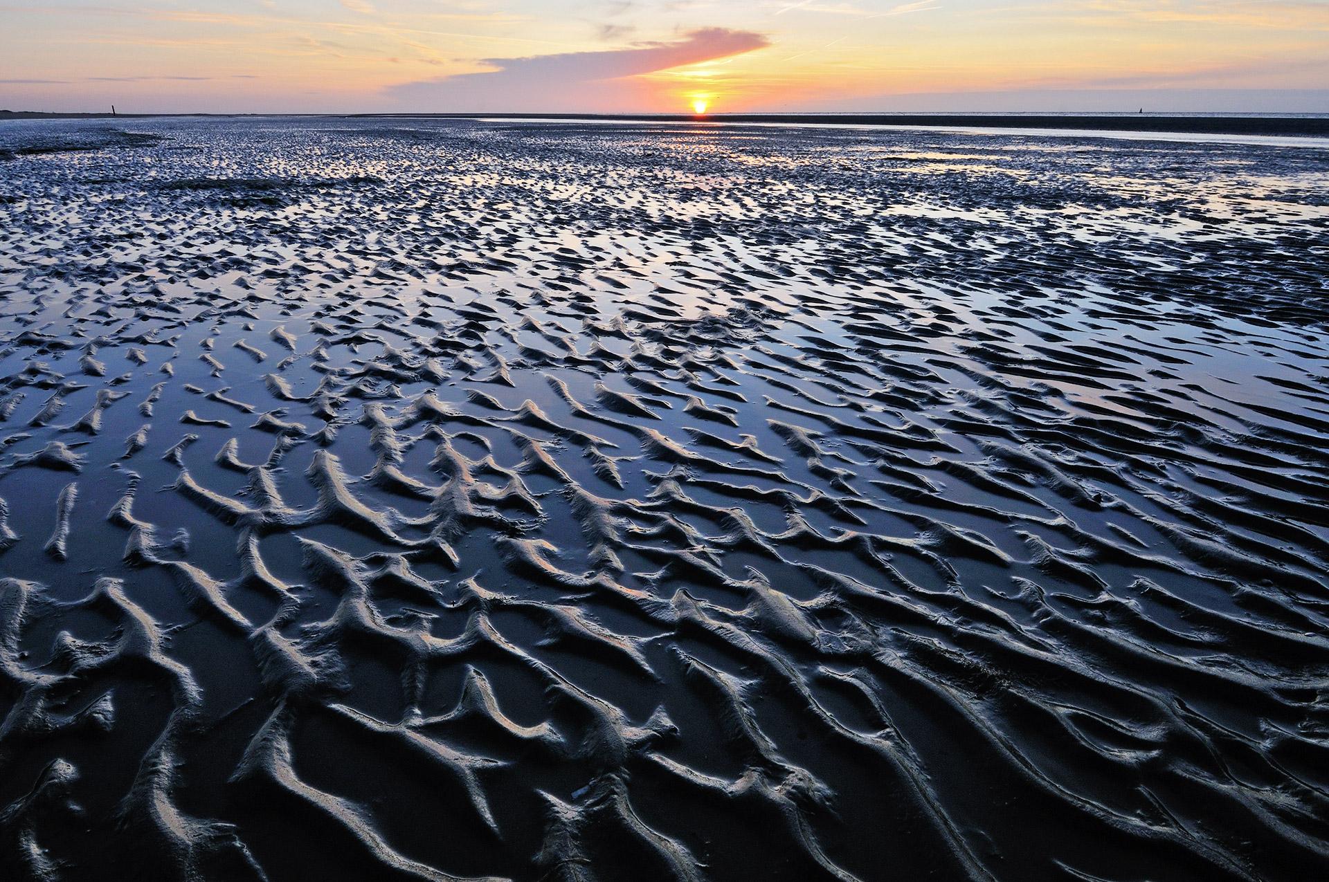 Patterns on the beach of Kwade Hoek